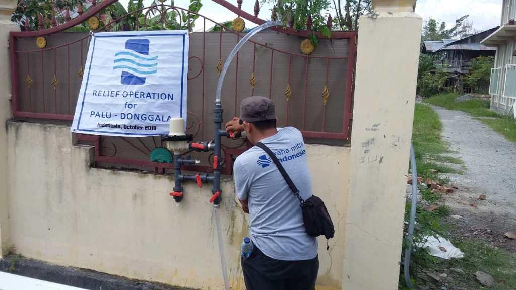 Installing a chlorinator at a school in Palu, Indonesia.