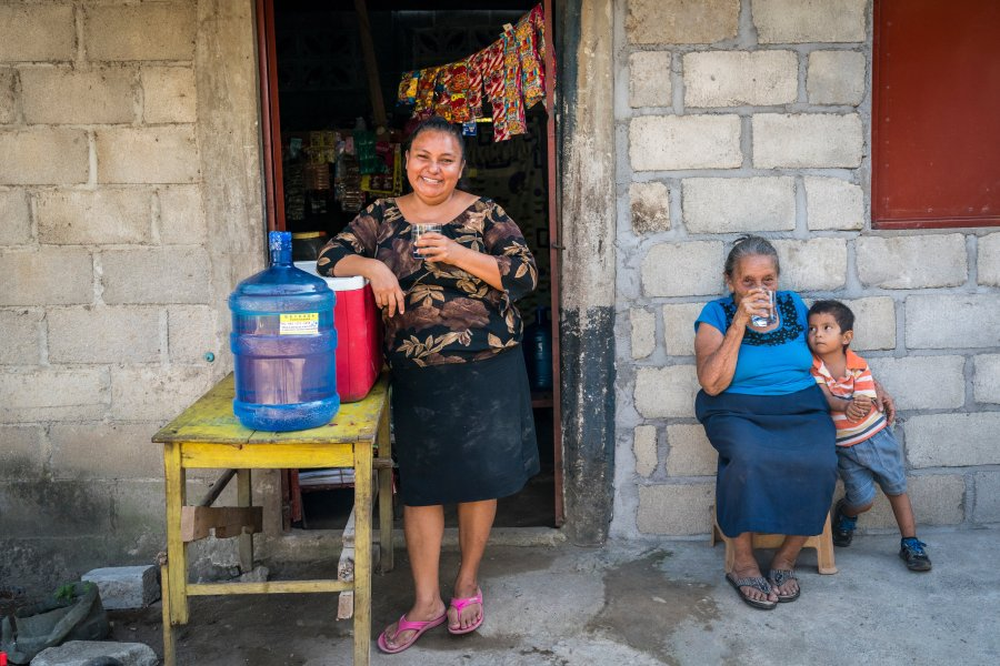 water, safe water, store, mexico, family, mother, son, sale, water access