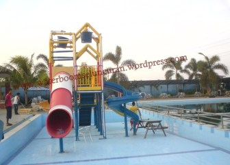 waterpark , seluncuran waterboom , waterslide , ember tumpah (23)