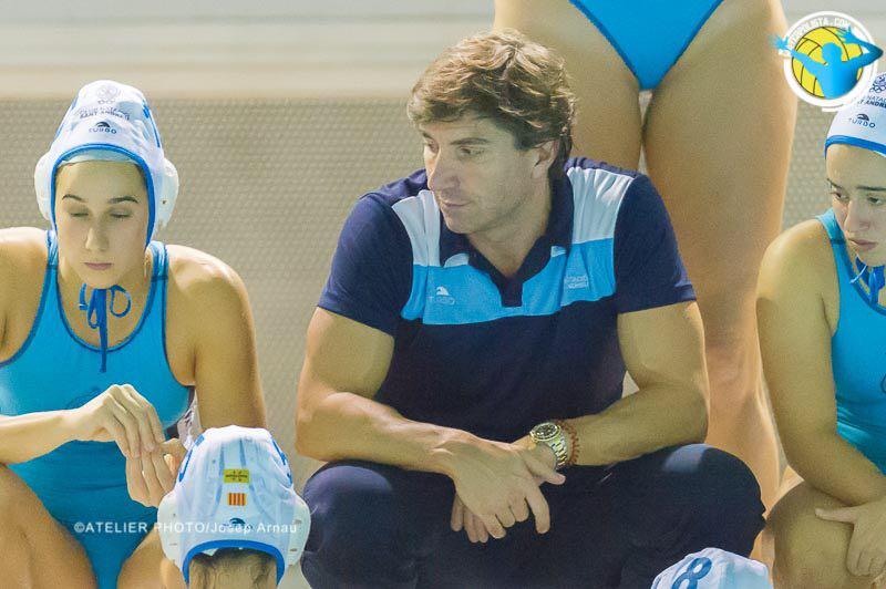 El entrenador del CNSA durante el último partido de Liga / JOSEP ARNAU (ATELIER PHOTO)