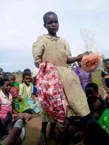 Apart from food we also brought clothes for Maria's children. They look changed in their new clothes.