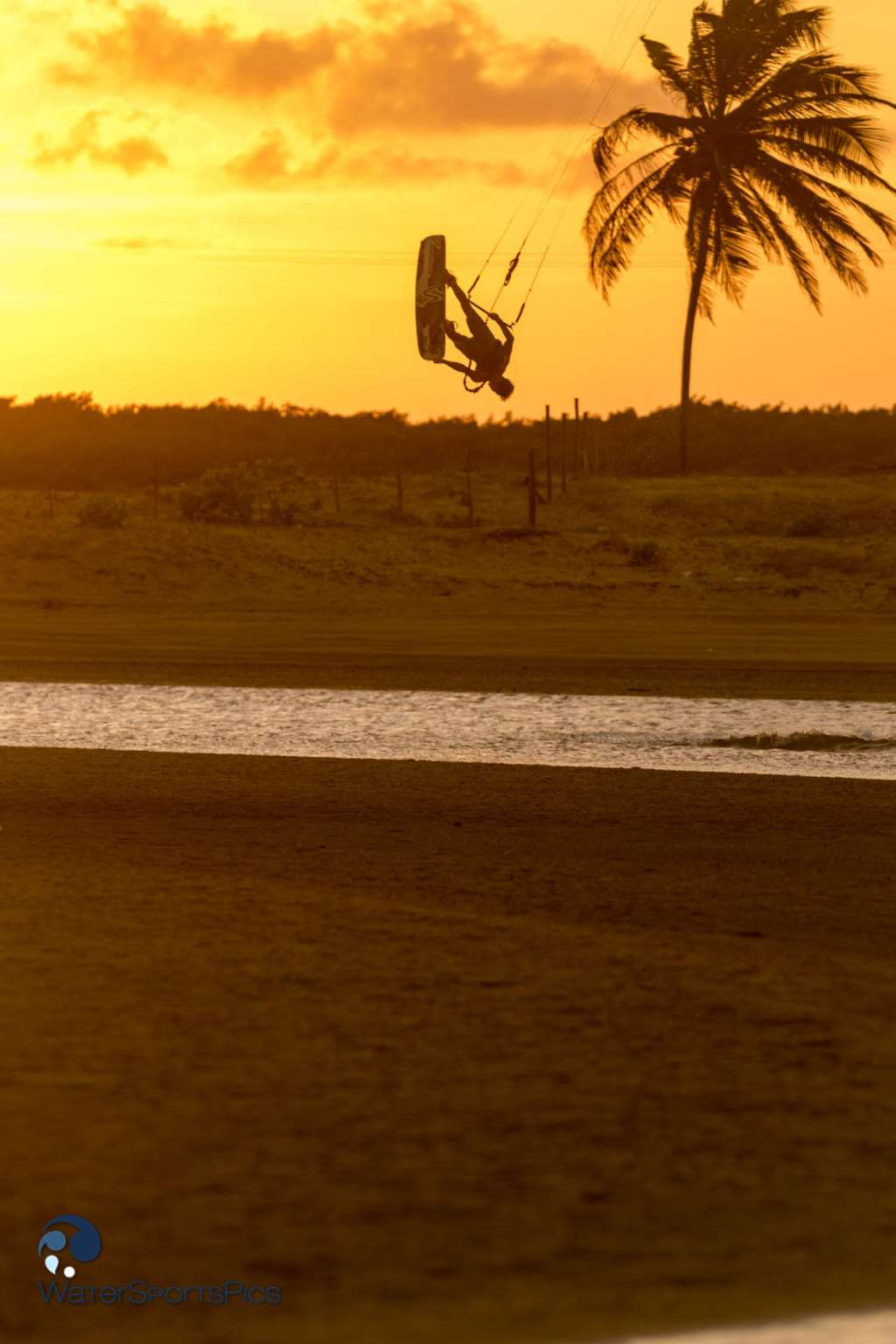 Flash session with Dylan van der Meij (Flysurfer/Jobe/Lip/Lifely/Versus) in Barra do Rio, Brazil on 14 November 2014