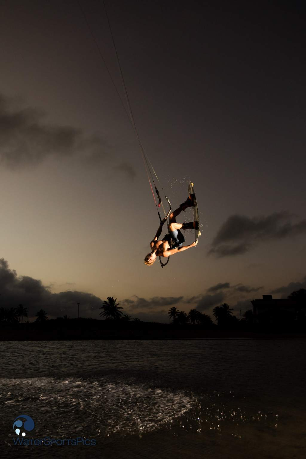 Flash session with Dylan van der Meij (Flysurfer/Jobe/Lip/Lifely/Versus) in Barra do Rio, Brazil on 15 November 2014
