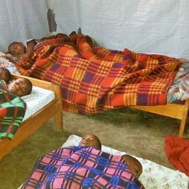 Six children living in the same room. They need more space!