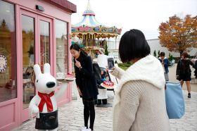 Lisa and Gaspard Town ที่ Fuji-Q Highland สถานที่เช็คอินสุดฮิต