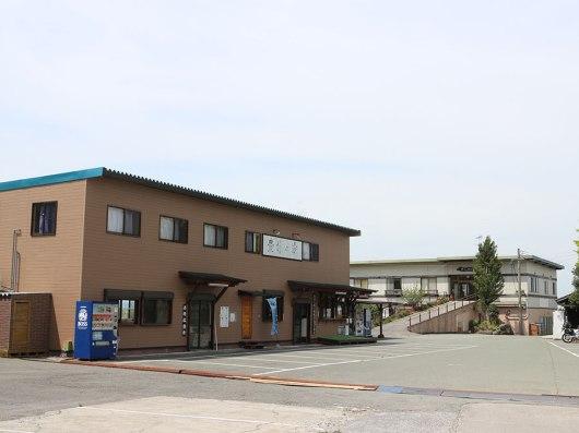 靠近裡面的是客房所在的主體大樓,熊本地震之下完全無損傷