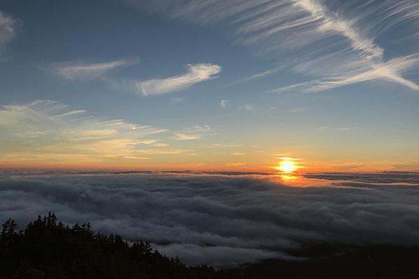 sunrise-over-the-clouds-mt.-fuji