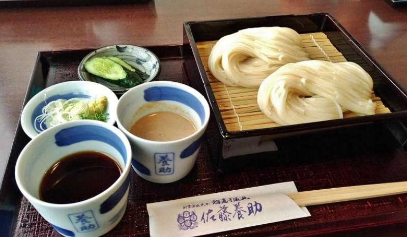 秋田縣稻庭烏龍麵的特色是比其他地方的烏龍麵細一點