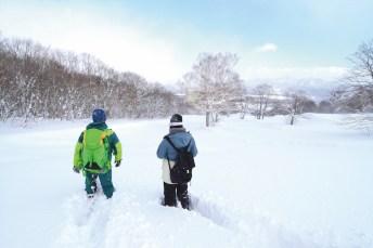 雪鞋漫步趣味多