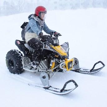 體驗雪上摩托車