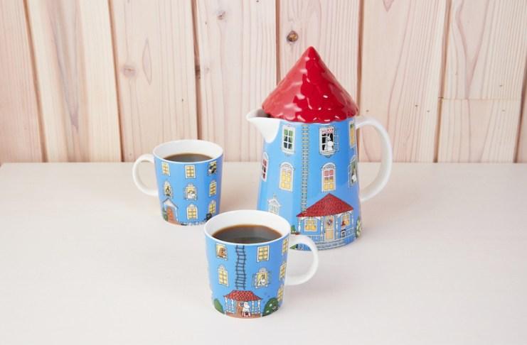 享用嚕嚕米小屋造型壺咖啡