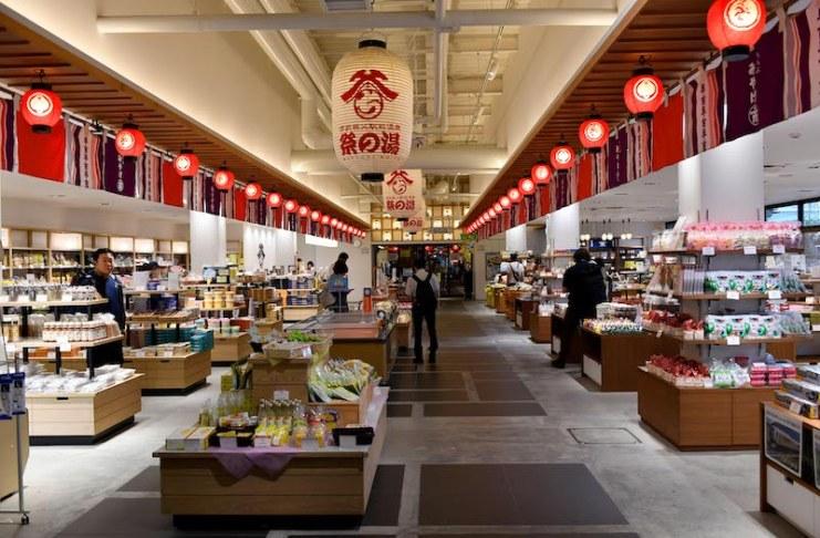 商品種類豐富的名產販賣區,是離開秩父前採買名產的好所在
