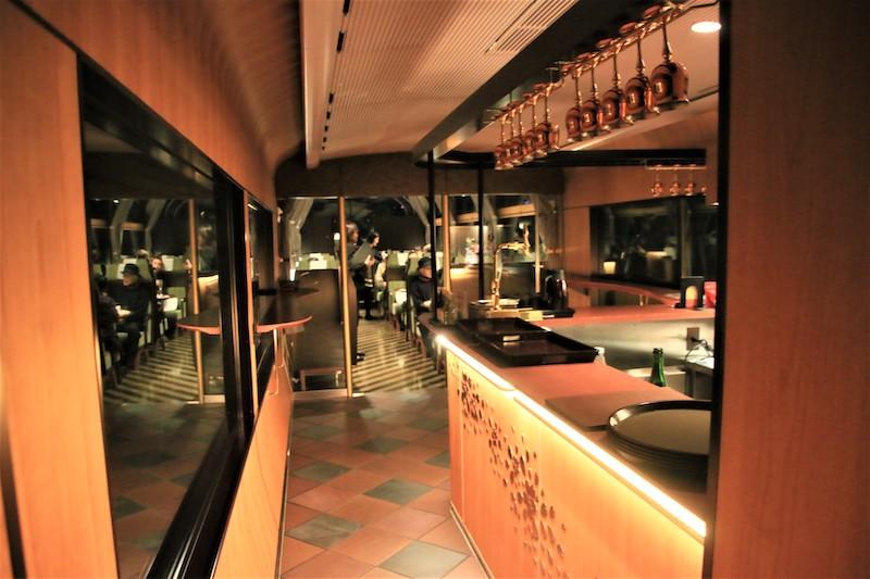 木質調的空間設計,增加豪華享受的氛圍