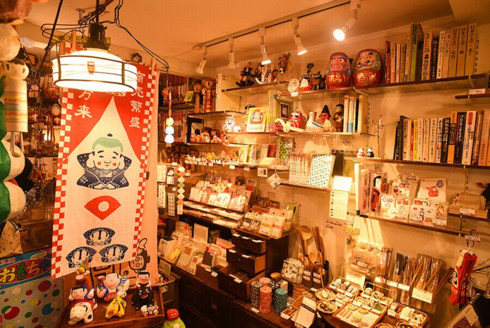souvenir shop in ikebuuro old town