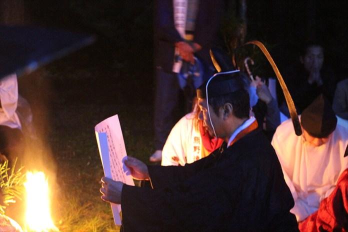 Ritual-for-the-Kumano-Hayatama-Grand-Shrine-fire