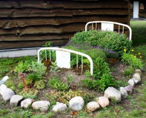 Flower bed design with bed