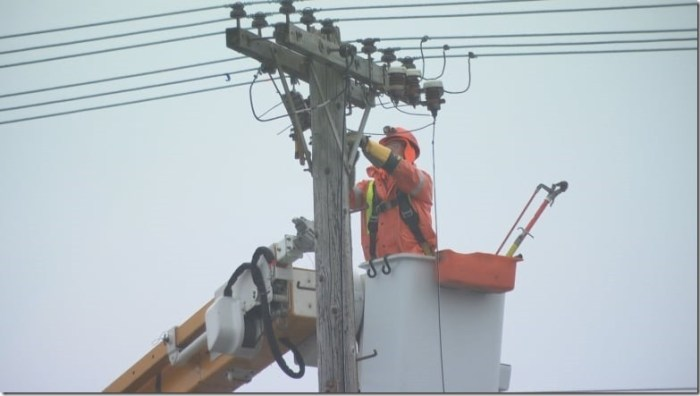 hydro-ottawa-power-outage-ice-storm-winter-weather