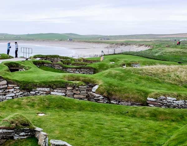Orkney_ruins_sandy_beach_60