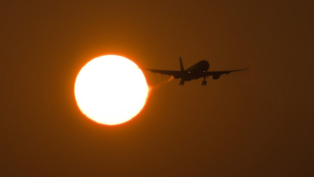 Sun spotless for 33 days straight – airline travelers