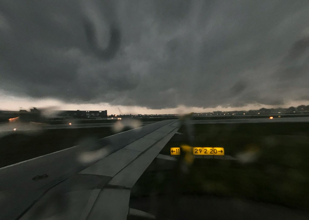 Louis Armstrong International airport must close in lightning storm