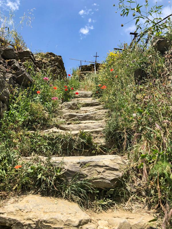 Visiting Cinque Terre trekking the coastline on trail 6p