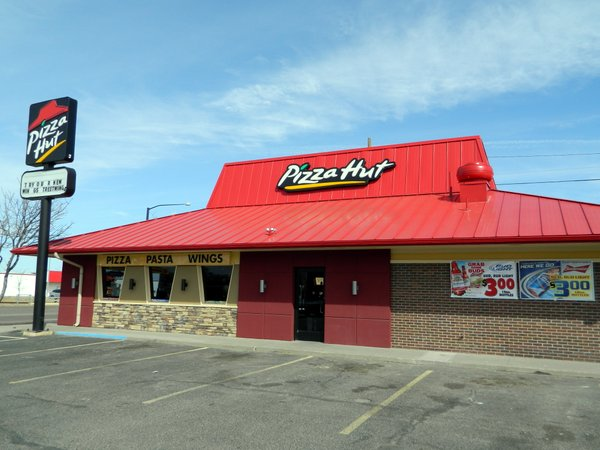 Yum Brands works out deal with bankrupt Pizza Hut franchisor