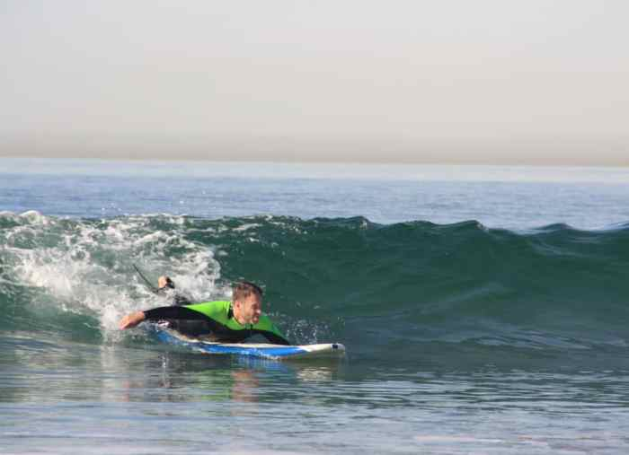 Beginner's Guide to Surfing: How to Catch Waves
