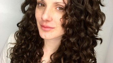 25 Cutest Long Curly Hairstyles For 2018 in Haircut For Frizzy Long Hair
