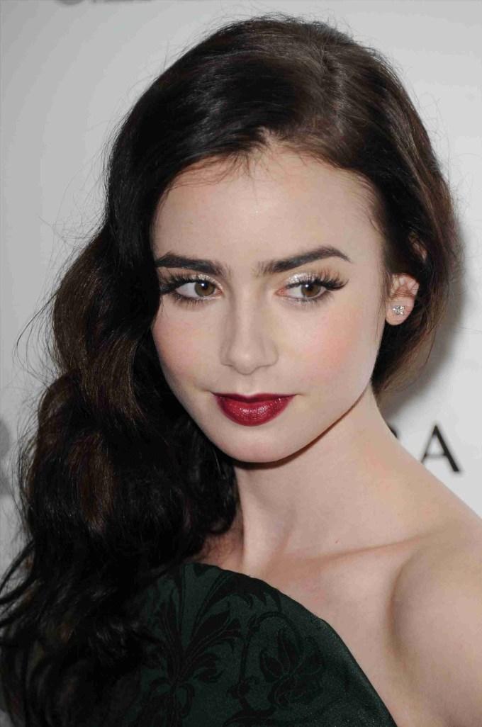 makeup for pale skin dark hair green eyes - wavy haircut