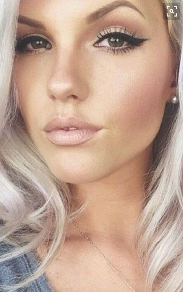 natural makeup for hazel eyes and blonde hair - wavy haircut