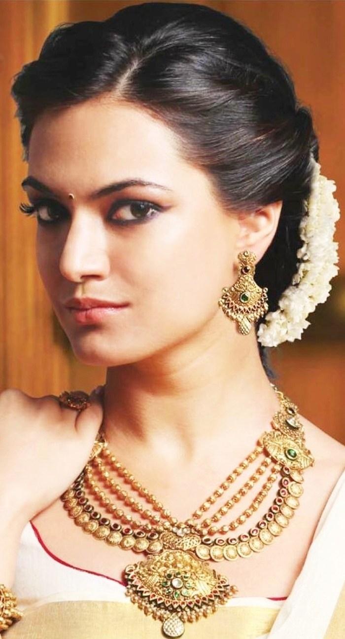 indian wedding reception hairstyles for medium hair - wavy