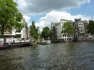 Aus dieser Perspektive malte Monet sein 'Canal in Amsterdam'. Er hatte aber viel freiere Sicht auf die Kirche als wir!