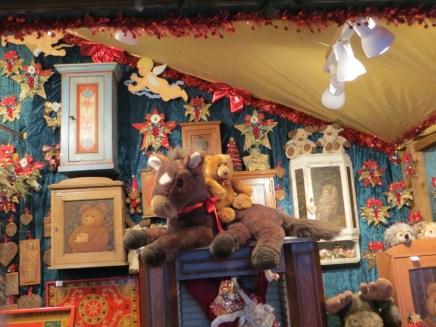 Der Bär hat sich zu Weihnachten sicher ein Pony gewünscht!