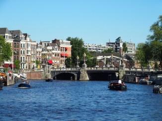 Blauwe Brug - angeblich Amsterdams schönste oder zumindest meist fotografierte Brücke.