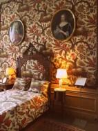 Ein Ausbund an Scheußlichkeit: das Schafzimmer. Nix gegen Bettwäsche oder Tapeten mit Schäfchen, aber doch nicht so!