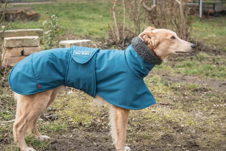 Individuell maßgeschneiderter Hundemantel aus Softshell