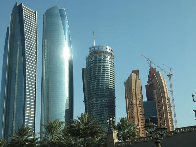 UAEアブダビの高層ビル群