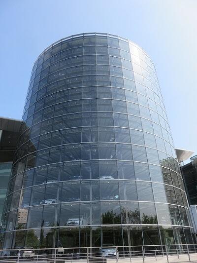 ドレスデンのフォルクスワーゲン工場のガラスタワー