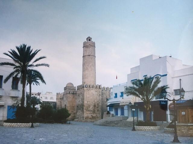 チュニジアの旧市街の要塞リバト
