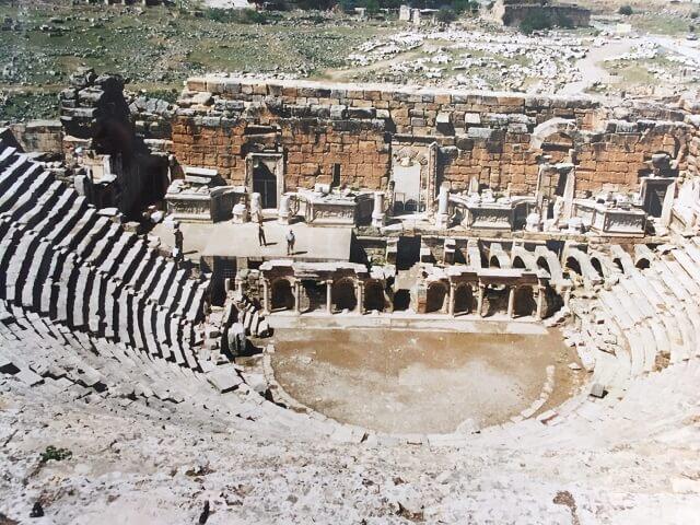 トルコのパムッカレのヒエラポリスの円形劇場