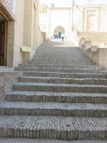 シャーヒ・ズィンダ廠群に行く階段