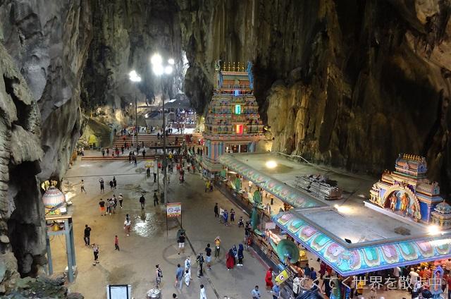 マレーシア・クアラルンプール郊外のバトゥ洞窟内部