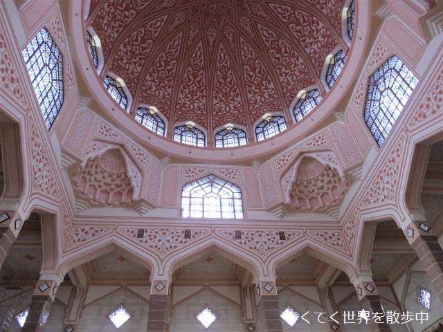 マレーシア・プトラジャヤのピンクモスクのドームの中