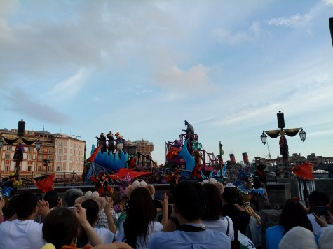 Hade's float with Chip, Dale and Donald Duck in Greek style outfits and Hades with Pain and Panic