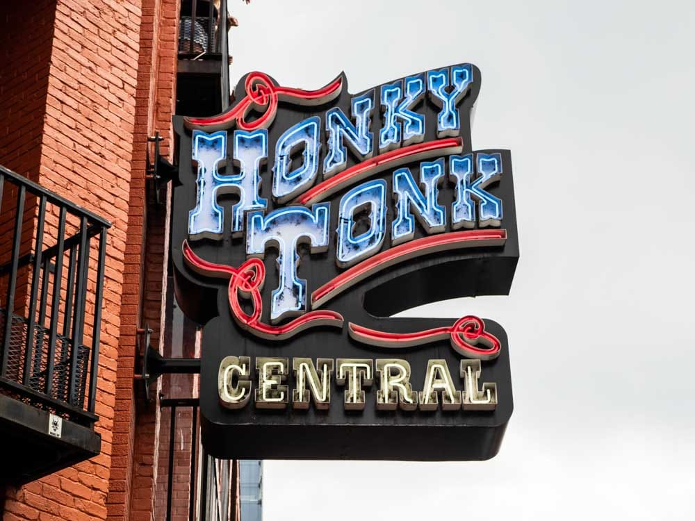 Spending three days in Nashville Itinerary Honkey Tonk Central neon sign