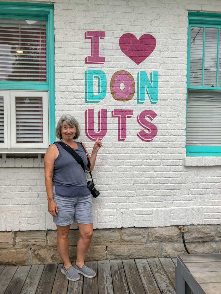 5 Daughters Bakery I Heart Donuts