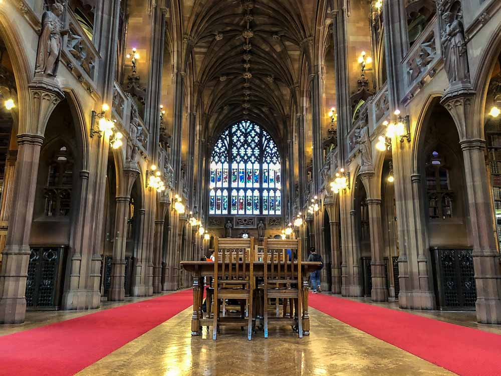 Manchester Engtland John rylands library. gothic hall table and chairs