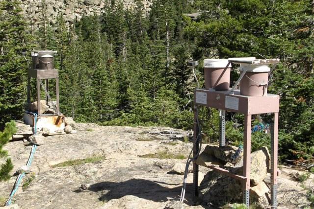 สถานีตรวจสอบน้ำฝน เมือกเขาร็อกกี / credit: Greg Wetherbee / capeandislands.org