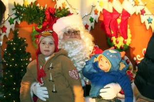 christmas_in_waynedale_2011_photo_20120607_1026923965