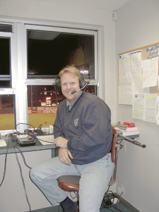 """photo by Cindy Cornwell """"Close to the Action"""" Wizard Announcer Jack Johnson"""